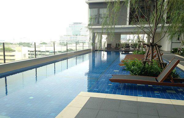 Ideo-Mobi-Phayathai-Bangkok-condo-for-sale-swimming-pool